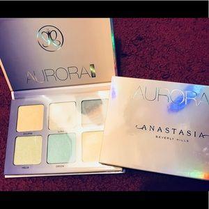 BRAND NEW Aurora Glow Kit Palette